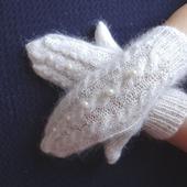 Рукавички - варежки пуховые  вязанные украшены бусинами 2