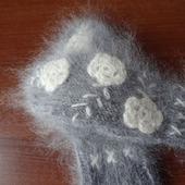 Варежки вязанные пуховые с вышивкой-авторская ручная работа.