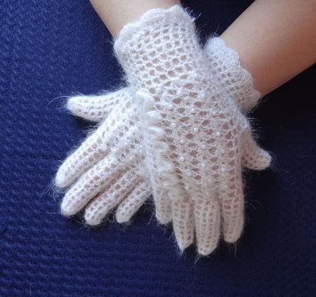 """Перчатки пуховые """"Весенние""""- украшенные бисером. ручной работы на заказ"""