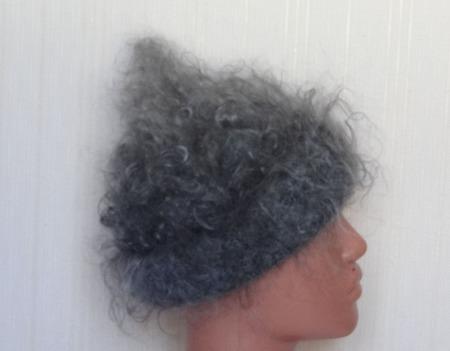 Шапка- киска пуховая, вязанная с пуха козы. ручной работы на заказ