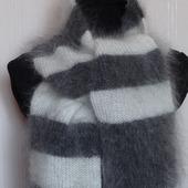 Пуховый вязанный шарф в полоску.