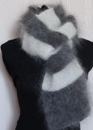 Пуховый вязанный шарф в полоску. ручной работы на заказ