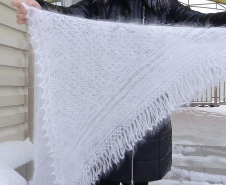 Косынка-шаль пуховая ажурная вязанная №34 ручной работы на заказ