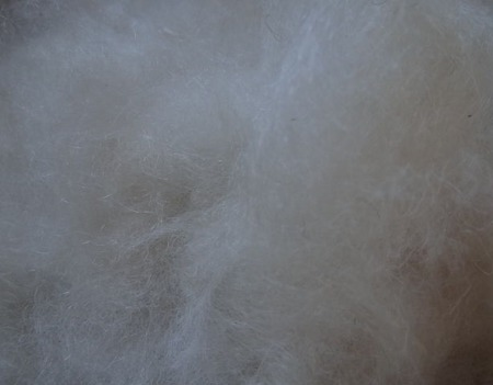 Козий пух чёсанный белый. ручной работы на заказ