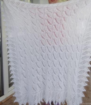 """Пуховый ажурный платок, шаль """"Ландыши"""" ручной работы на заказ"""