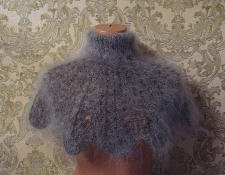 Шарф-манишка вязанная из козьего пуха ручной работы на заказ
