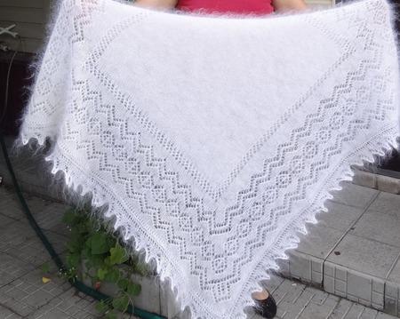 Пуховый платок сплошной серёдкой ручной работы на заказ