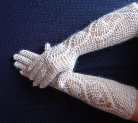 Перчатки  длинные пуховые вязанные ручной работы на заказ