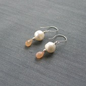 """Серьги """"Peaches & Cottons"""" из серебра с жемчугом и лунными камнями"""