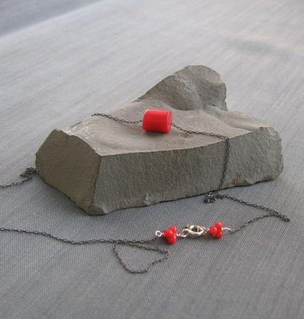 """Кулон """"Coral nugget"""" из коралла на черной цепочке ручной работы на заказ"""
