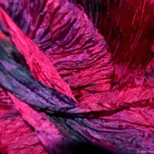 Шарф палантин шелковый малиновый с черным подарок для нее, жатый шарф