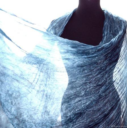 Шарф серо голубой шёлковый, большой шарф ручной работы на заказ