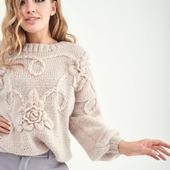 Стильный вязаный свитер с листьями ручной работы