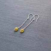 "Серьги-цепочки ""Olive"" из серебра с гроссуляром"