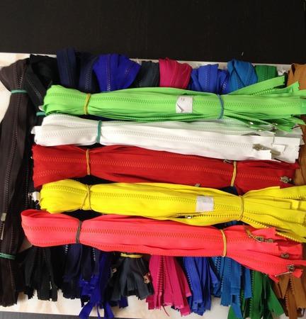 Молнии разъемные пластик (трактор) 80см 16цветов ручной работы на заказ