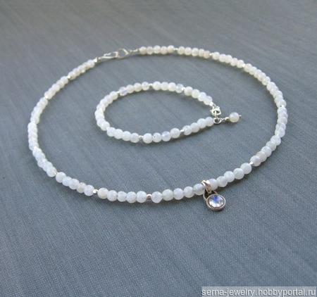 """Браслет """"Polar snow"""" из лунного камня и серебра ручной работы на заказ"""