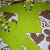 Вязаный костюм для девочки из полушерстяной детской пряжи