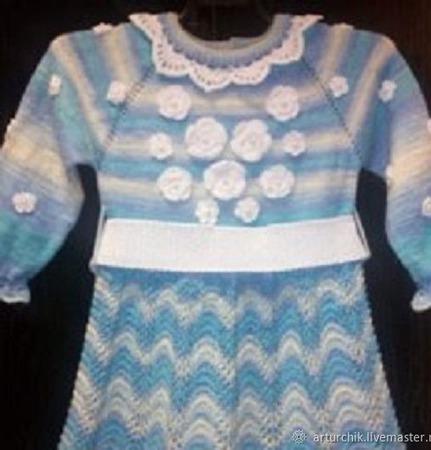 Вязаное платье для девочки из полушерстяной меланжевой пряжи ручной работы на заказ