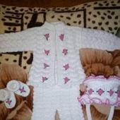 Костюм для новорожденного Белоснежка связан из акриловой пряжи
