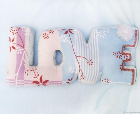 "Интерьерная подушка буквы ""LOVE"" романтика ручной работы на заказ"