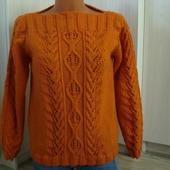 Оранжевый пуловер с рисунком