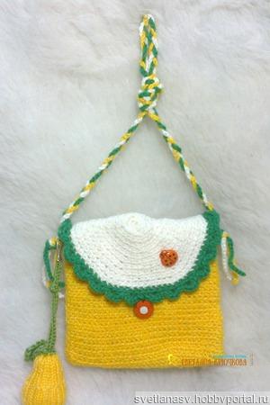 Вязаные сумочки с брелочками ручной работы на заказ