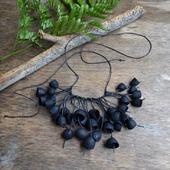 Колье чёрное из окрашенных коконов шелкопряда и бусин