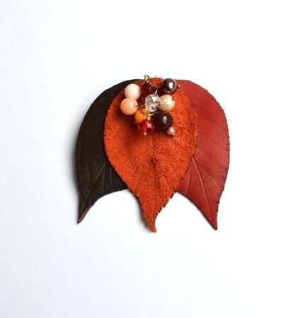 """Брошь из кожи """"Осенние листья"""" с бусинами ручной работы на заказ"""