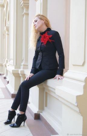 """Брошь-Роза """" Mon Cheri rose"""" из шерсти с перьями ручной работы на заказ"""