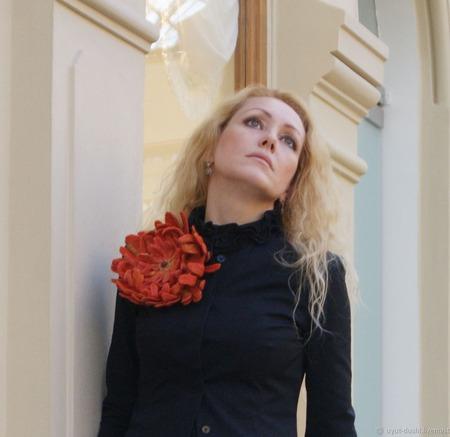 """Брошь цветок Хризантема """"Рыжая Осень"""" ручной работы на заказ"""