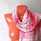 """Розовый вязаный крючком палантин ручной работы """"Розовая жемчужина"""" модель 1"""