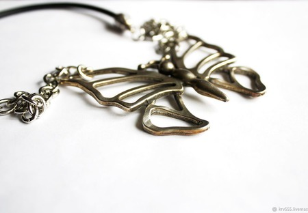 """Колье """"Бабочка"""" на кожаном шнуре с цепочкой и подвеской ручной работы на заказ"""