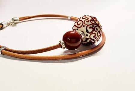 """Колье-чокер на кожаном шнуре """"Пломбир в шоколаде"""", лэмпворк, керамика ручной работы на заказ"""