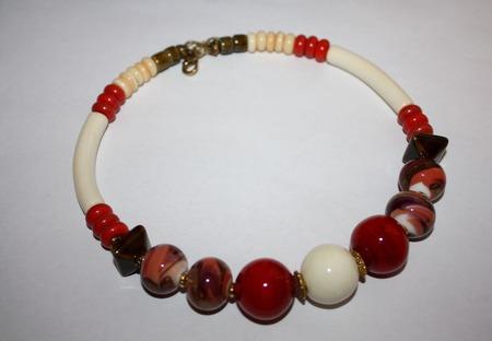 Колье-чокер коралловое ручной работы на заказ