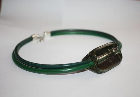Колье-чокер на кожаных шнурах со стеклом ручной работы на заказ