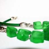 Колье на кожаном шнуре с зеленым кварцем