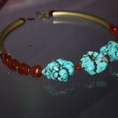 Колье-чокер с турквенитом, сердоликом и красным агатом