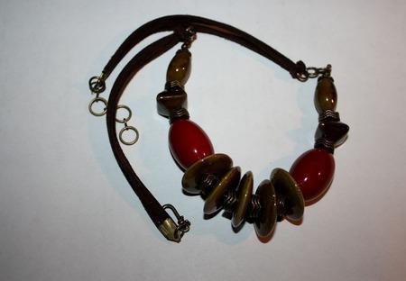 Колье на замшевом  шнуре с керамикой и орехом тагуа ручной работы на заказ