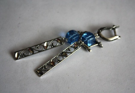 Серьги с голубой шпинелью ручной работы на заказ