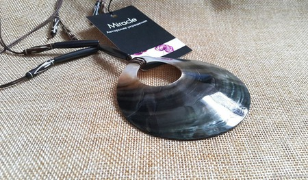 Колье на вощеных шнурах с подвеской ручной работы на заказ