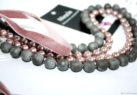 Колье на бархатной ленте серо-розовое ручной работы на заказ