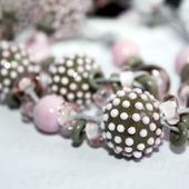 Колье на вощеных шнурах серо-розовое