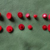 Пуговицы на ножке красные в ассортименте, за 20 шт.