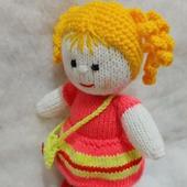 Куколка вязаная в красном платье