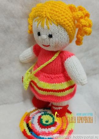 Куколка вязаная в красном платье ручной работы на заказ