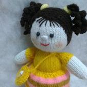 Куколка в желтом платьице