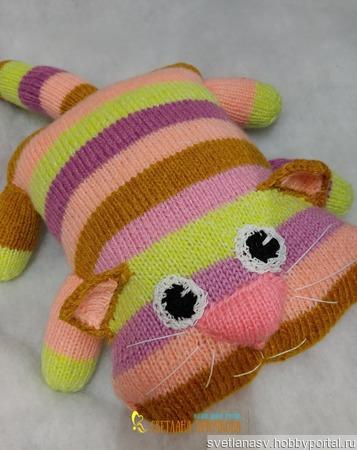 Игрушка-подушка Котик вязаный ручной работы на заказ
