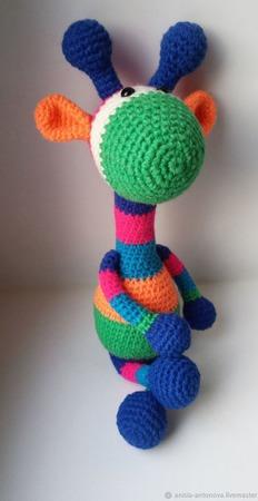 Вязаный жираф Гарри Полосатик ручной работы на заказ