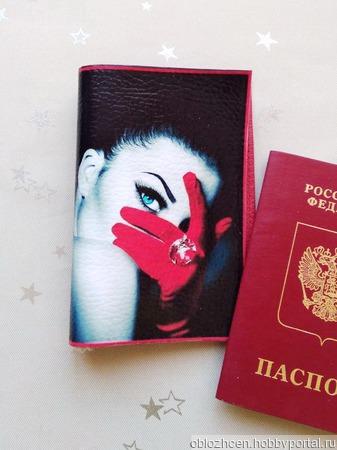 Обложка на паспорт Дама в красном ручной работы на заказ