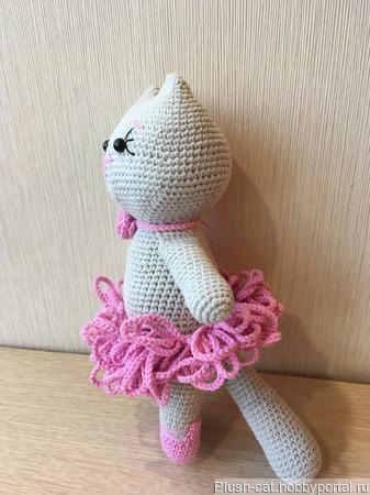 Вязаная кошечка-балерина ручной работы на заказ